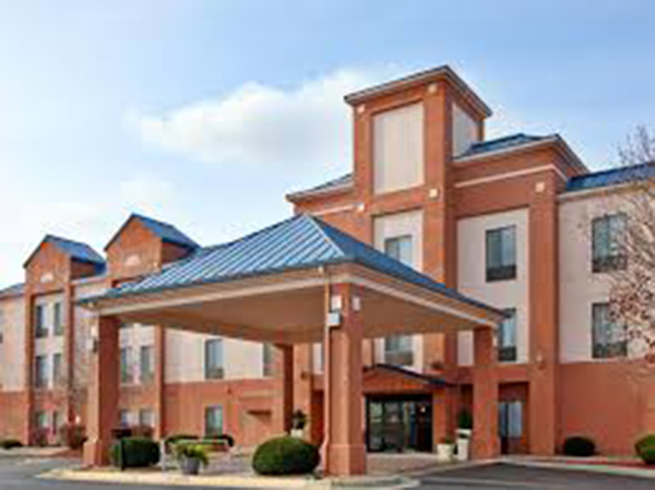 Paragon-Construction-Fort-Leavenworth-Holiday-Inn-Express-Formula-Blue-Branding-and-Renovation-082517-1
